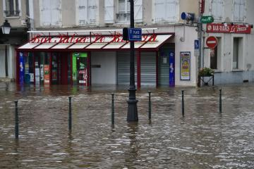 Crue du Loing au centre-ville de Montargis (photo : CD45 ou république du centre)